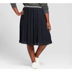 Ava & Viv Black Pleated Skirt